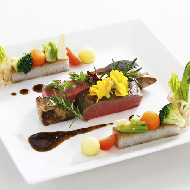 大阪調理製菓専門学校 【西洋料理】フレンチのメインを学ぶ!牛フィレ肉のポワレ1