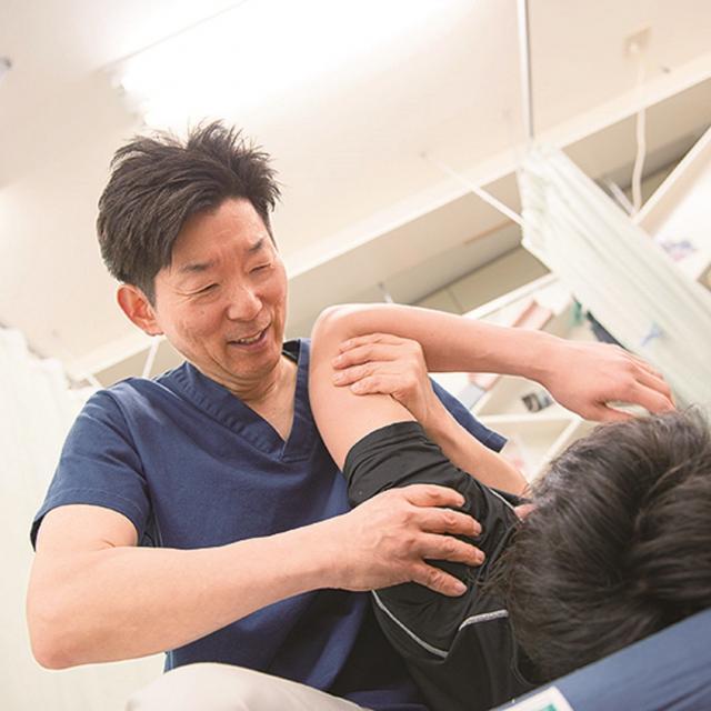 日本医学柔整鍼灸専門学校 接骨院で働く×スポーツトレーナー1