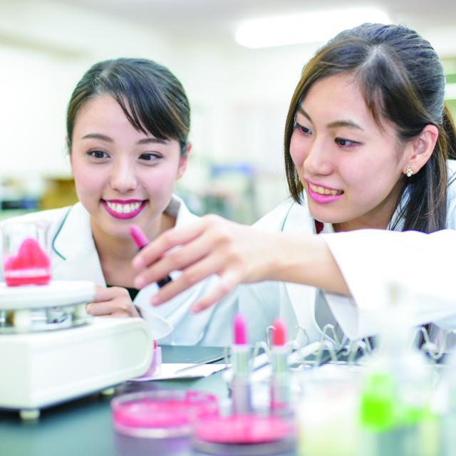 東京医薬専門学校 化粧品総合学科【高1.2】アイシャドウをつくろう!3