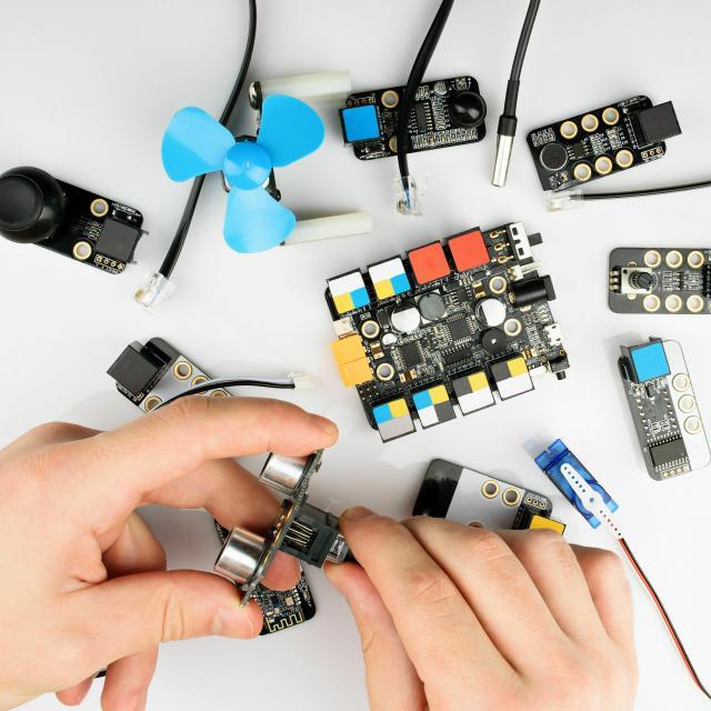 専門学校 東京テクニカルカレッジ 【IoT+AI科】加速度センサーで傾きを検知しよう!1
