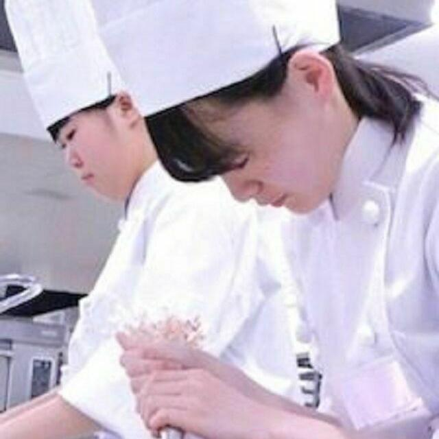 函館短期大学付設調理製菓専門学校 【西洋料理】スープ・メイン・デザートのコース料理に挑戦!2