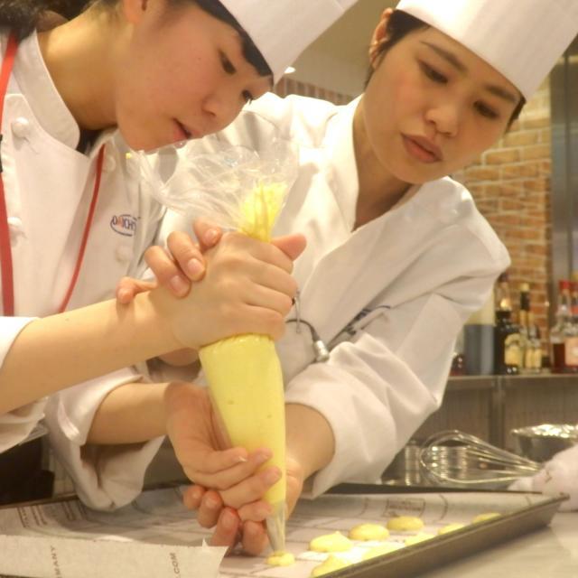 大阪調理製菓専門学校ecole UMEDA 【製パン】パン大国!ドイツから~ プレッツェル3
