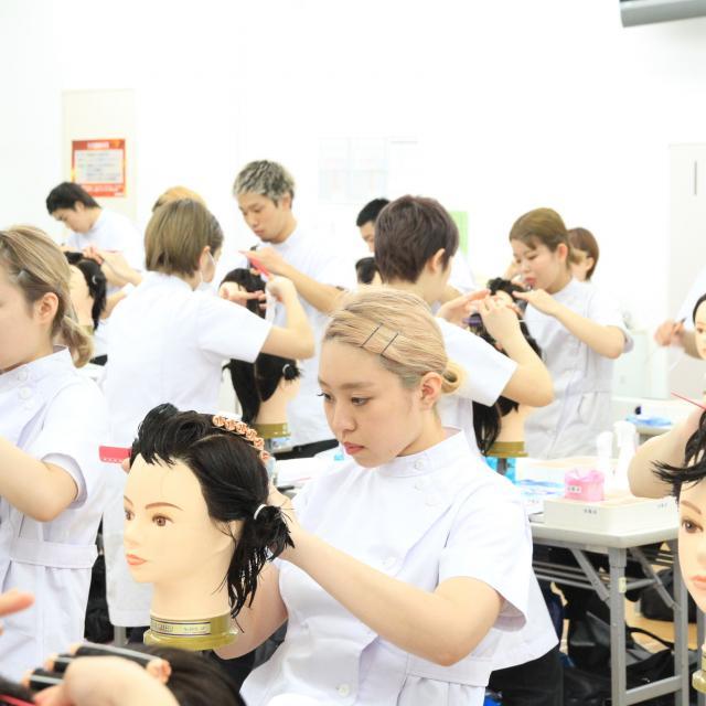 日本美容専門学校 夜間部オリエンテーション4