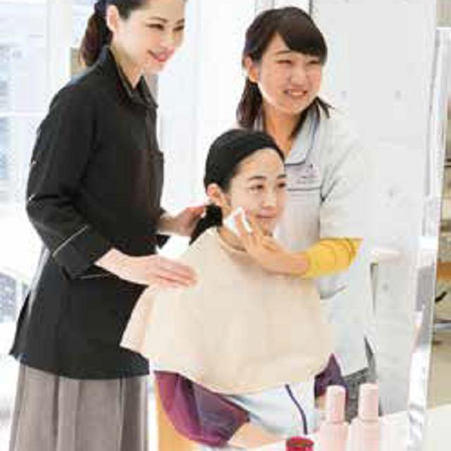 資生堂美容技術専門学校 【実習コース】リップメイク/チーク/ツヤぷるスキンケア4