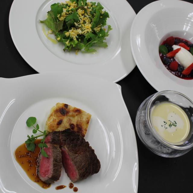 名古屋調理師専門学校 牛ロースをさっぱりスープと共に※プティフルコース開催1
