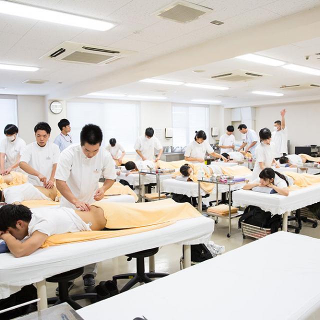 新宿医療専門学校 ☆鍼灸☆クリスマススペシャル企画開催!2