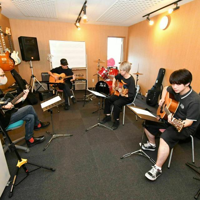 経専音楽放送芸術専門学校 シンガーソングライターになる!アコースティックギターレッスン1