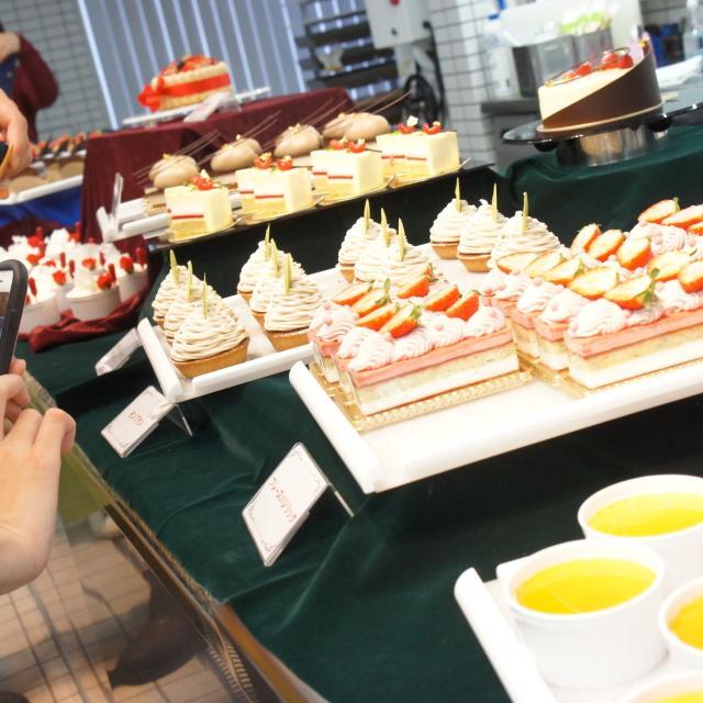 神戸国際調理製菓専門学校 イチゴたっぷりシャルロット・オ・フレーズ3
