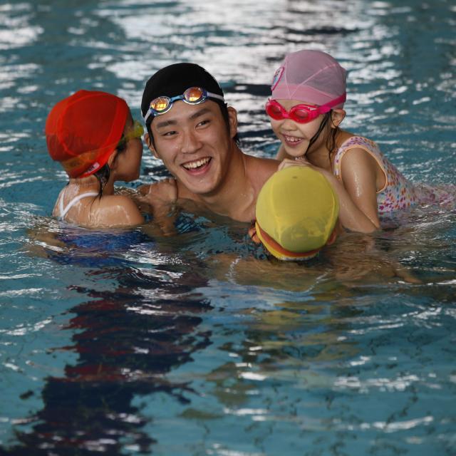 東京YMCA社会体育・保育専門学校 【スイミングコーチ体験】実際のプールでコーチング♪2