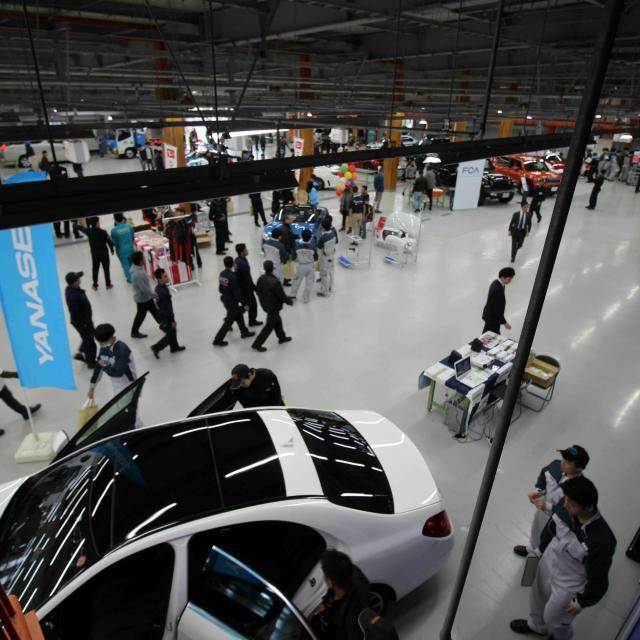 関東工業自動車大学校 学校見学(施設見学・整備体験実習) ※平日の見学も可能です。2