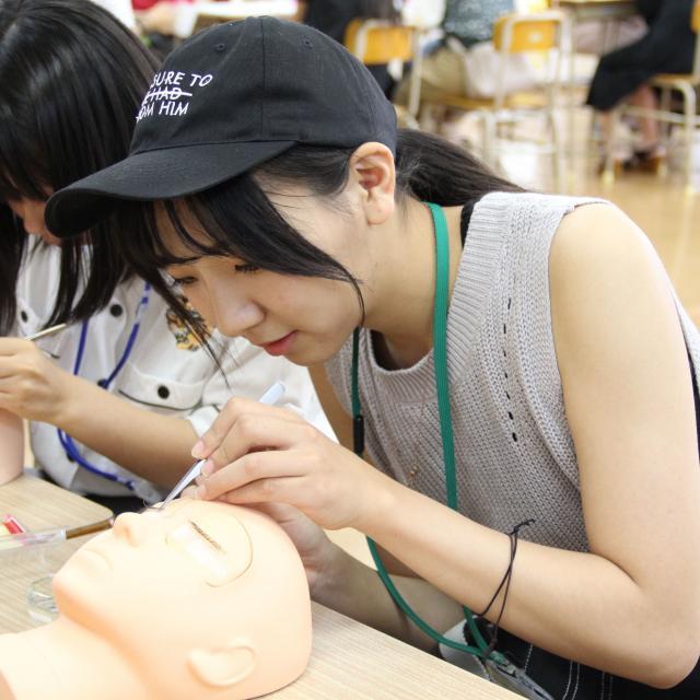 九州美容専門学校 お1人の方も丁寧にフォローする九美のオープンキャンパスです!3