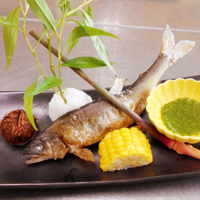 愛知調理専門学校 夏の味覚!鮎の塩焼。串を打って焼いてみよう!1