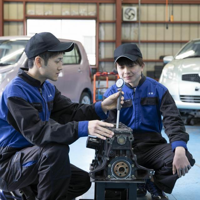 国際自動車・ビューティ専門学校 自動車整備士学科「エンジン分解」3