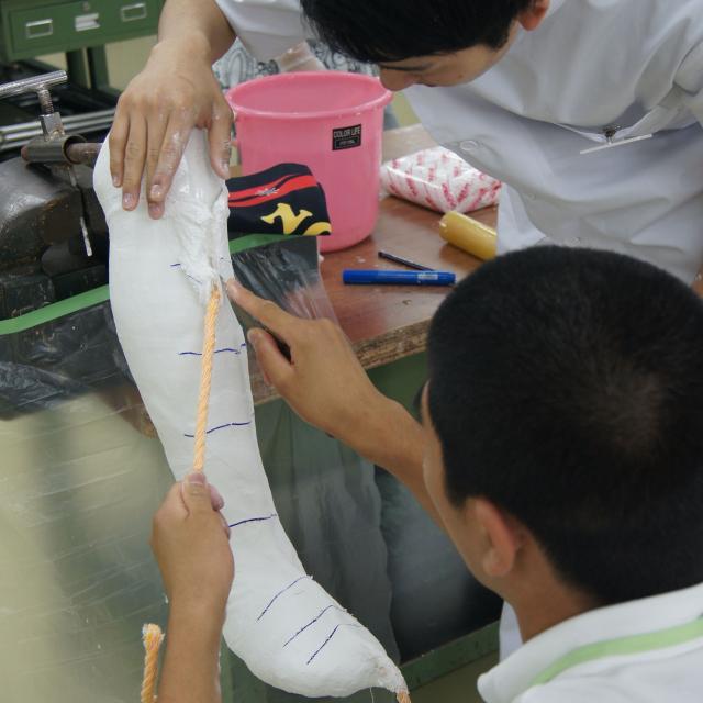 専門学校 日本聴能言語福祉学院 【義肢装具学科】義肢装具士の仕事を体験してみよう!3