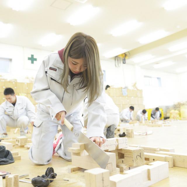 東海工業専門学校金山校 1日で大工道具を使いこなせる!大工コース!2