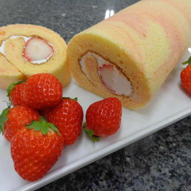 ★イチゴブッフェ開催★「ふわふわ苺ロールケーキ」