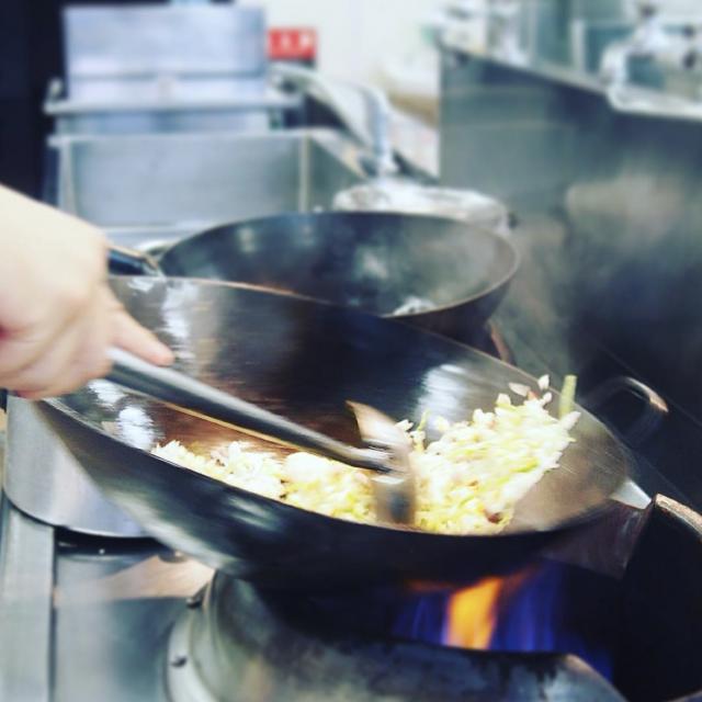 大阪調理製菓専門学校ecole UMEDA 【ビュッフェ開催!】中国料理: 牛フィレ肉の炒め&チャーハン3