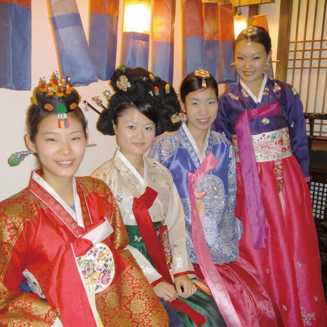 日本外国語専門学校 韓国フェア1