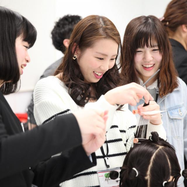 大阪ベルェベル美容専門学校 将来の夢を実際に体験してみよう!3