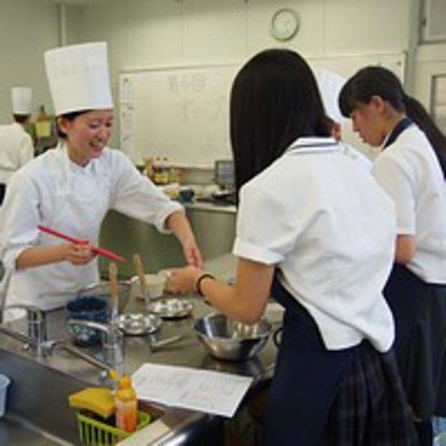 弘前医療福祉大学短期大学部 未来を描ける自分になる めざせ調理師!4