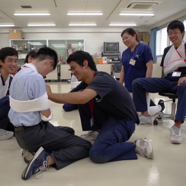 湘央生命科学技術専門学校 救急救命士の仕事を体験してみよう!!☆夏休みの体験入学1