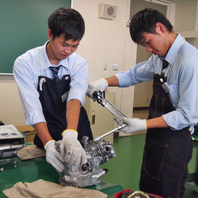 金沢科学技術大学校 【自動車工学科】キストなら2年で2級自動車整備士!1