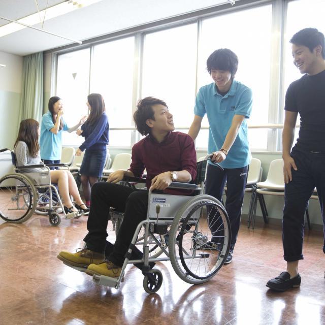 YMCA健康福祉専門学校 学校説明会!体験授業は・・・車いすでも暮らしやすい環境って?1
