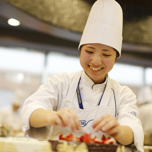 大阪調理製菓専門学校 【AO入試エントリー受付中!】ふわっと桃のロールケーキ2