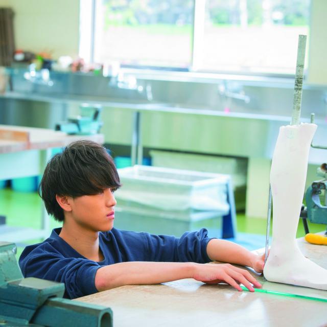 """北海道ハイテクノロジー専門学校 もの作りを目指すなら医療国家資格""""義肢装具士""""!義足を作る!4"""