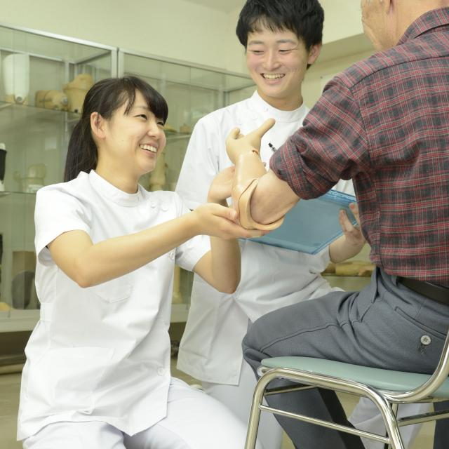 専門学校 日本聴能言語福祉学院 【義肢装具学科】筋電義手の仕組みを学んでみよう!4