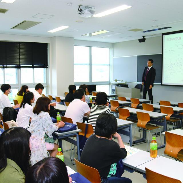 大阪観光大学 エアライン体験ツアー1