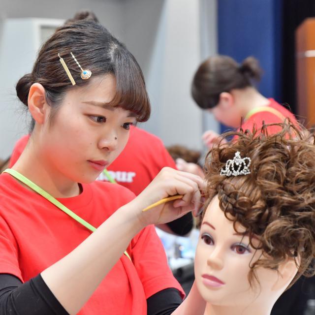 グラムール美容専門学校 1年生サロンスタイルコンテスト【高校生限定】1