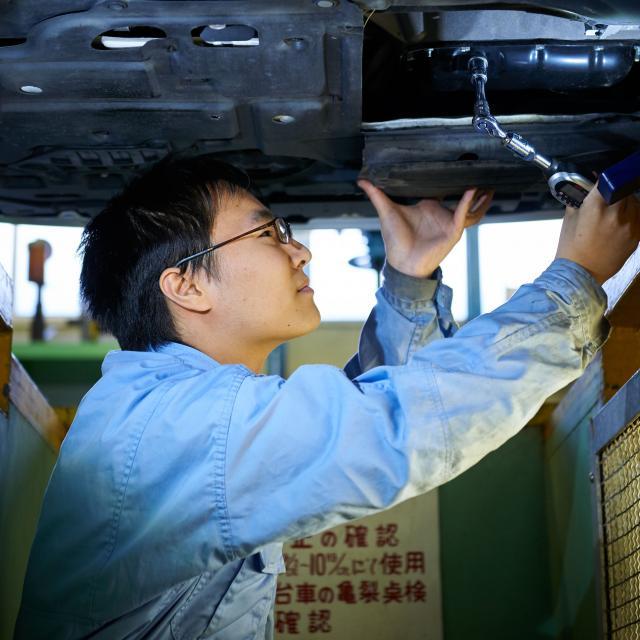 芦屋大学 【体験授業】 「車のエンジン内部を覗いてみよう!」3