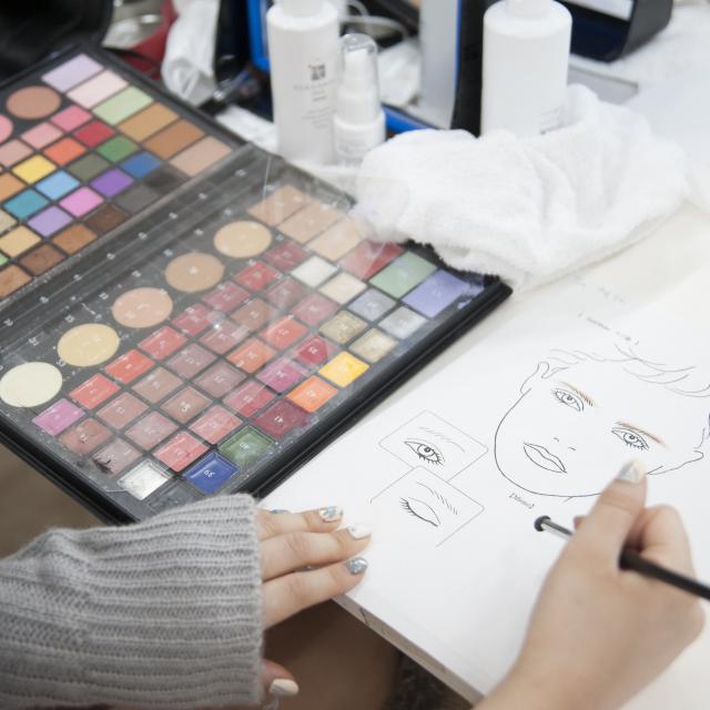 目白ファッション&アートカレッジ 美を作る!メイク・ヘア・ネイル・モデル体験コース4