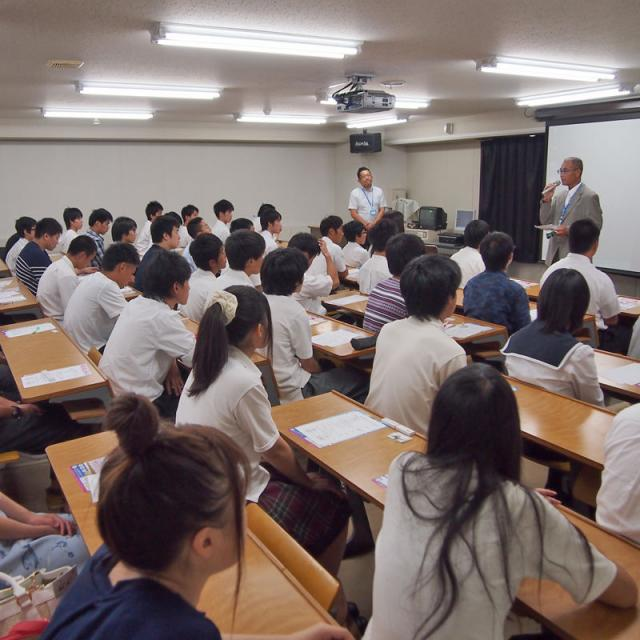 金沢科学技術専門学校 【映像音響学科】ライブ機材の設営やカメラ撮影を体験しよう!3