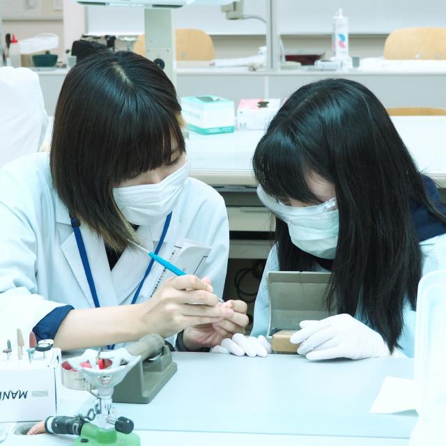愛知学院大学歯科技工専門学校 指輪の製作「精密鋳造を体験しよう!」1