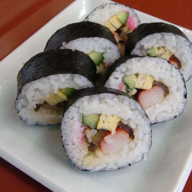 巻き寿司にチャレンジ
