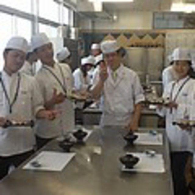 【世界の味覚ビュッフェ開催!】体験は海老とサーモンの握り寿司