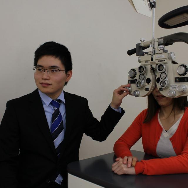 専門学校 ワールドオプティカルカレッジ 知っていますか?「メガネ」を必要としている人が何人いるのか。2