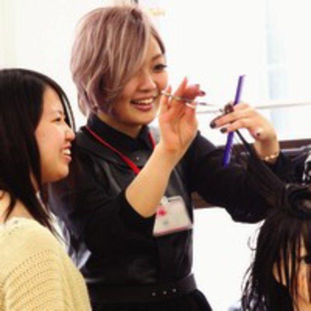 大阪ベルェベル美容専門学校 お祭りアレンジ・自分色メイク術体験2