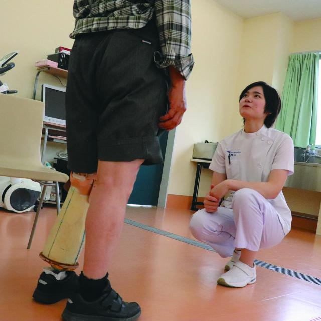北海道ハイテクノロジー専門学校 スポーツ義足を組み立てよう!3