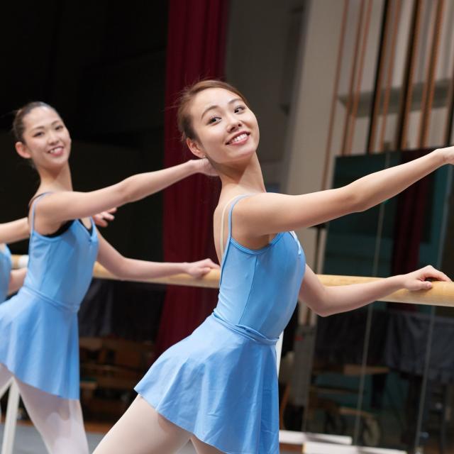 芦屋大学 【先輩学生と一緒に踊ろう♪】バレエ体験レッスン1