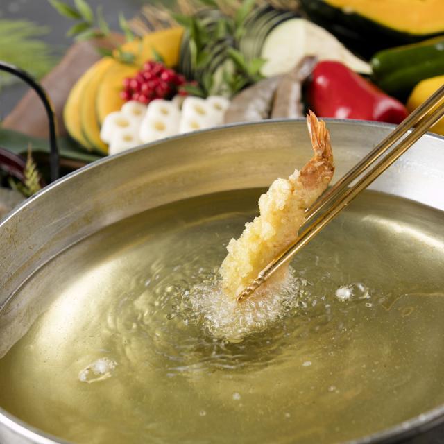 愛知調理専門学校 揚げ物のコツ。海老と夏野菜のサクサク☆天丼1