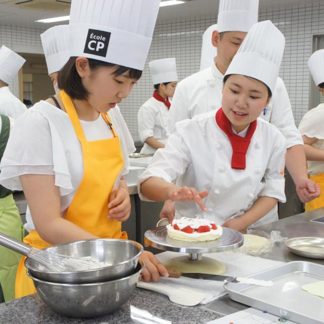 神戸国際調理製菓専門学校 「二段のウェディングケーキ」一人でつくります!!2