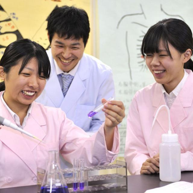 西武学園医学技術専門学校 オープンキャンパス(臨床検査技師科)細菌・組織観察2
