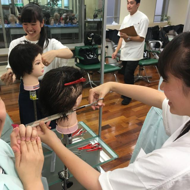 窪田理容美容専門学校 選べる体験実習1