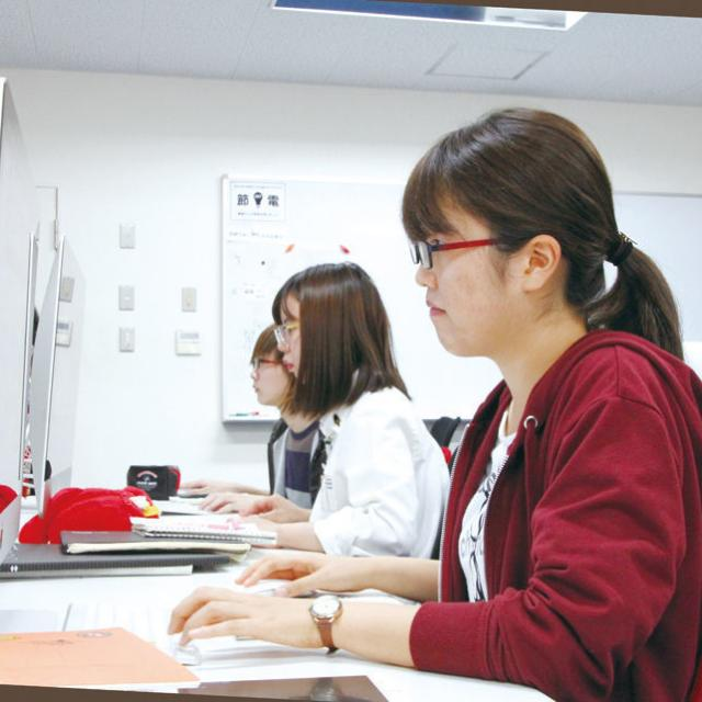 専門学校岡山ビジネスカレッジ 雪の結晶を作ってポストカードをデザインしてみよう(^_^)1