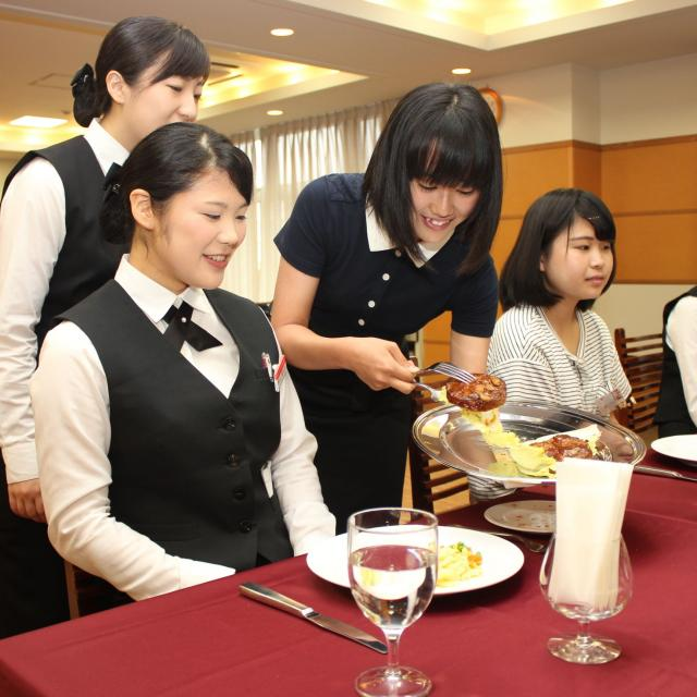 大阪ホテル専門学校 【ホテルサービス】職業なりきり体験オープンキャンパス3