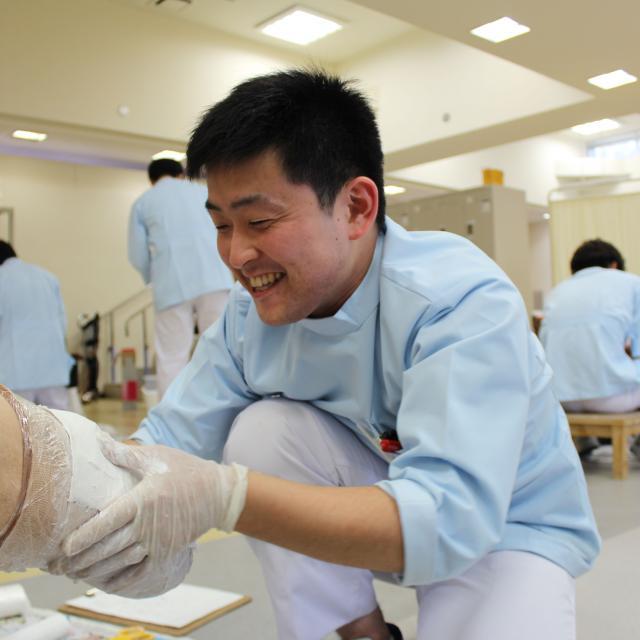 西武学園医学技術専門学校 東京新宿校 オープンキャンパス(義肢装具学科) 人工足を使った採型4