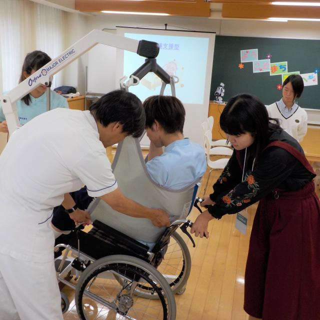 町田福祉保育専門学校 【介護】その人に合った福祉用具を作ろう / 入試相談会1